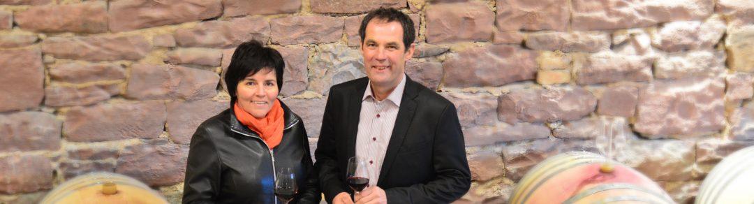 Winzer mit Barriques Weingut Schlör Team